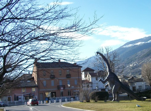 Il Diplodocus in piazza Arco d'Augusto