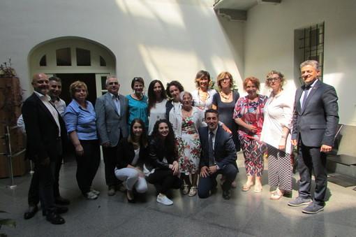 Foto di gruppo per le corsiste, gli organizzatori e gli assessori comunale e regionale