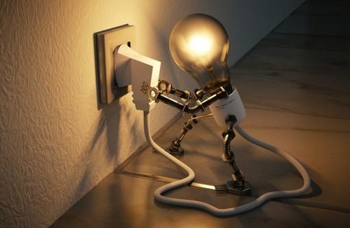 Energia, in dieci anni il prezzo dell'elettricità per le famiglie italiane è aumentato del 23%
