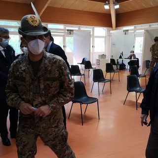 Il generale Figliuolo in visita al Palaindoor di Aosta due settimane fa