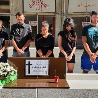 Aosta: Flashmob di Lega Giovani VdA contro nuove panchine in via Losanna