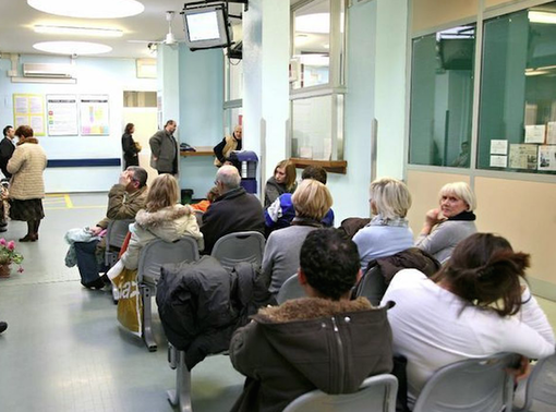 Presidio dei sindacati per dire basta alle lunghe liste d'attesa