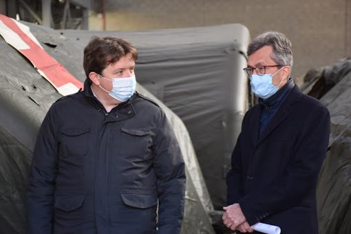 Il Presidente della Giunta, Erik Lavevaz (a sn) insieme all'assessore regionale alla Sanità, Roberto Barmasse