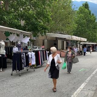 Il mercato di via Monte Cervino ad Aosta oggi lunedì 12 luglio