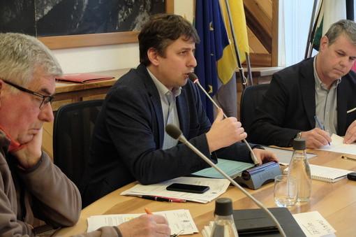 Al centro il sindaco, Stefano Miserocchi, durante una delle ultime Assemblee consiliar