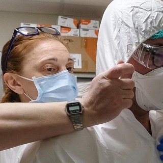 Risultato positivo al Covid un paziente in Chirurgia ad Aosta, subito tamponi e stop visite