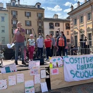 Genitori e docenti anti-Dad  in piazza per 'una scuola libera e costituzionale'