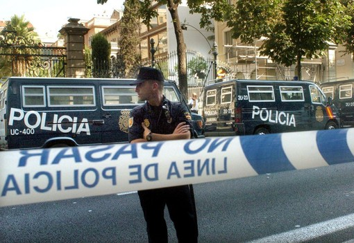 Giuseppe Nirta fu assassinato in Spagna (nella foto d'archivio i poliziotti sul luogo dell'attentato)