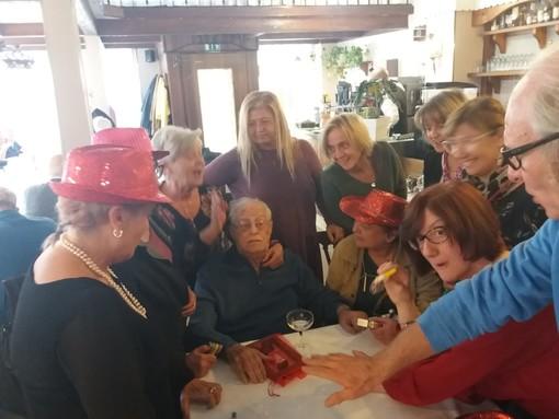 Le Dames hanno festeggiato con affetto e vicinanza i 90 anni di Fernando Pettena