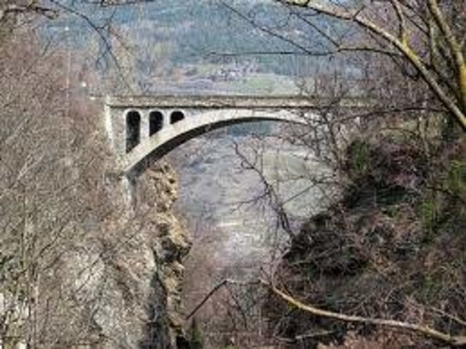 Chiusura al traffico del ponte di Introd per lavori di restauro