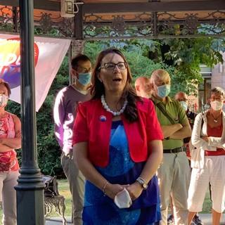Daria Pulz durante la presentazione della lista per le elezioni comunali