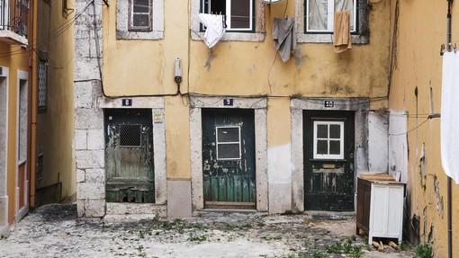 Cresce in Italia la povertà assoluta e tra i minori. Stabile al 5,4%