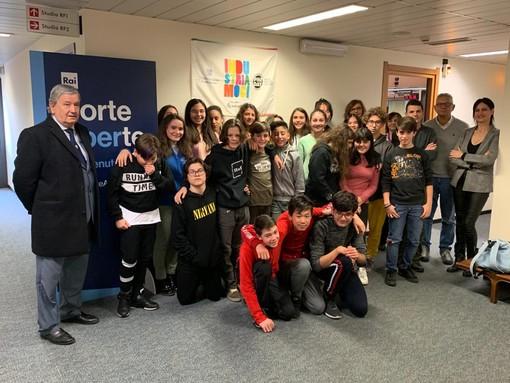 Il presidente di Confindustria VdA e gli studenti in visita agli studi di Rai Regione