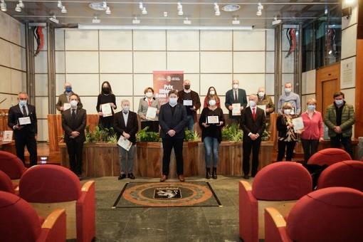 Photo de groupe pour les vaincquers du Prix e les membres du Gouvernement