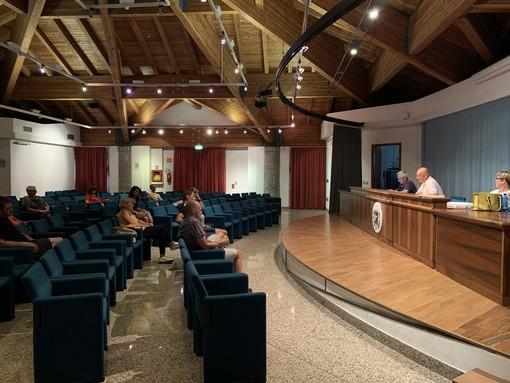 Un momento dei lavori del Consiglio comunale di Pollein