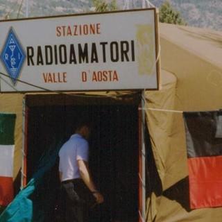 Foto storica di radioanatori valdostani in azione