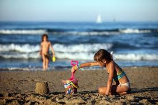 Troppe famiglie non possono permettersi le vacanze con i bambini