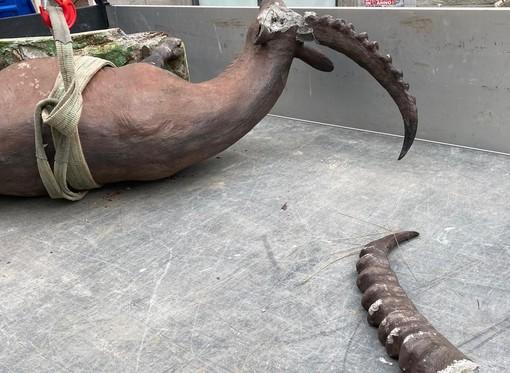 Denunciato il 20enne valdostano che ha distrutto una scultura di Siro Vierin ad Aosta - IL VIDEO
