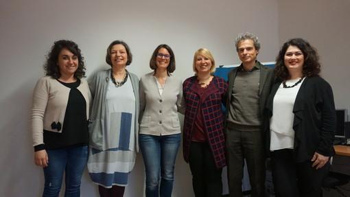 Lo staff che coordina il progetto per l'infanzia dell'Università della Valle d'Aosta e (sotto) la presentazione delle attività