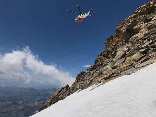 Complicati interventi del Soccorso alpino ma tre alpinisti salvati