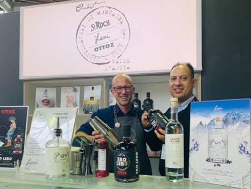 Da sn: Renzo Bussi, bartender con Angelo Sarica, export manager