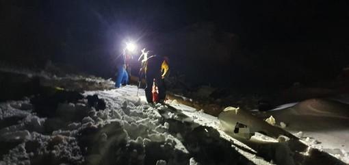 Gli uomini del Soccorso alpino valdostano e della Guardia di finanza sul luogo dello schianto