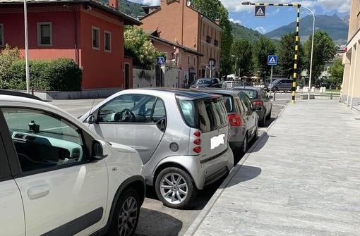 Aosta: Risolto il problema dei parcheggi, basta la Smart e Centoz è felice
