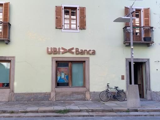 Ubi Banca entra in Intesa che ad Aosta manda via tutti tra lo sconcerto dei clienti