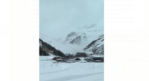 Valanga alle spalle dell'imbocco traforo Monte Bianco