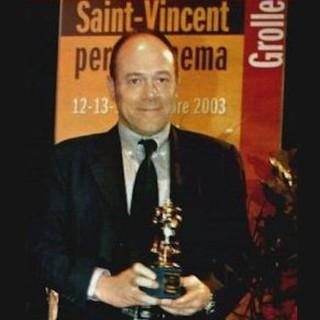Carlo Verdone con la Grolla d'Oro vinta nel 2003
